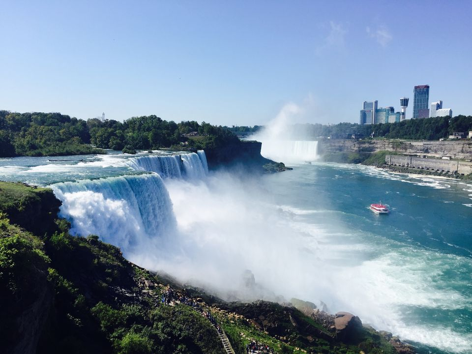 Photos of Gigantic yet Spectacular Niagara Falls 1/1 by Shakti Chauhan