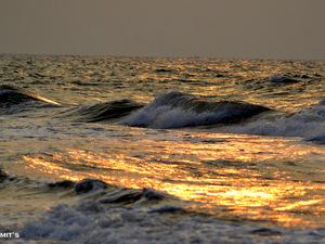 In The Mood For A Sunrise - Marine Drive,Konark