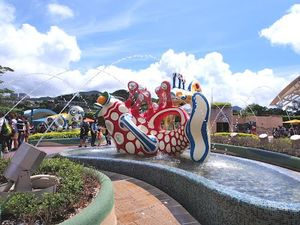 Hong Kong Disneyland 1/9 by Tripoto