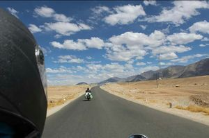 1 Destination, 2 Bulls, 3 Freaky Travelers, 5 States, 13 Days, 3300 Kilometres: How we got Leh'd