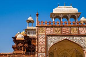 Agra, Beyond the Taj