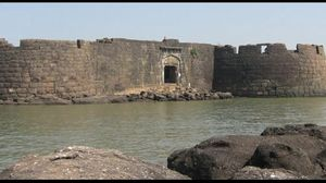 Kolaba Fort - Visit this place to witness Nature's incredible phenomenon