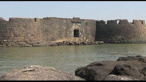 Kolaba Fort - Visit this place to witness Nature's incredible phenomenon
