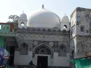 Tomb of Mughal Emperor Aurangzeb 1/1 by Tripoto