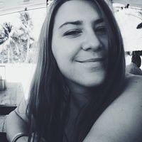 Nikki Travel Blogger